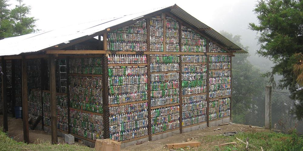 Casas ecol gicas construcciones con botellas pl sticas - Construccion de casas ecologicas ...