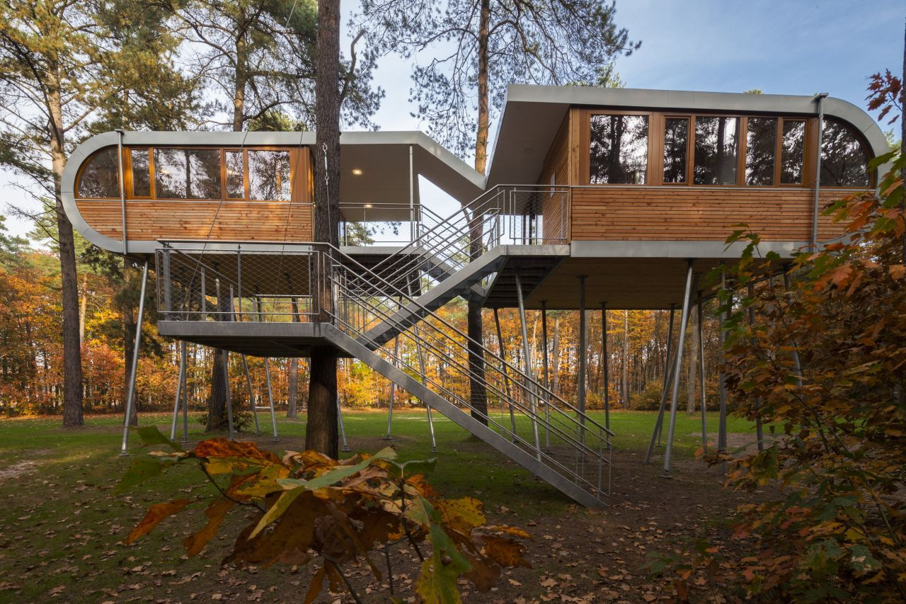 50a7db2bb3fc4b4b04000015_the-tree-house-baumraum_treehouse_t_06