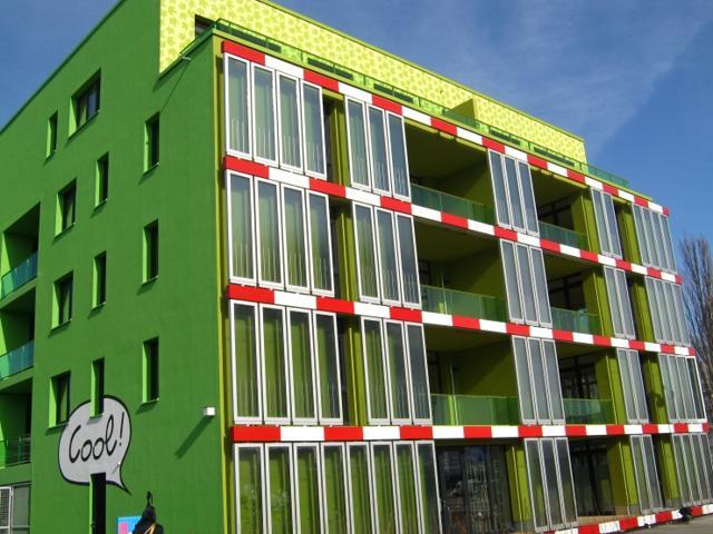 algae-building
