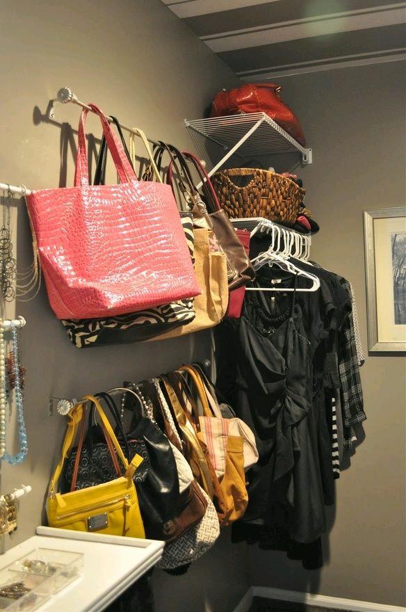 Especial mujeres 17 ideas para organizar tus bolsos for Percheros para bolsos