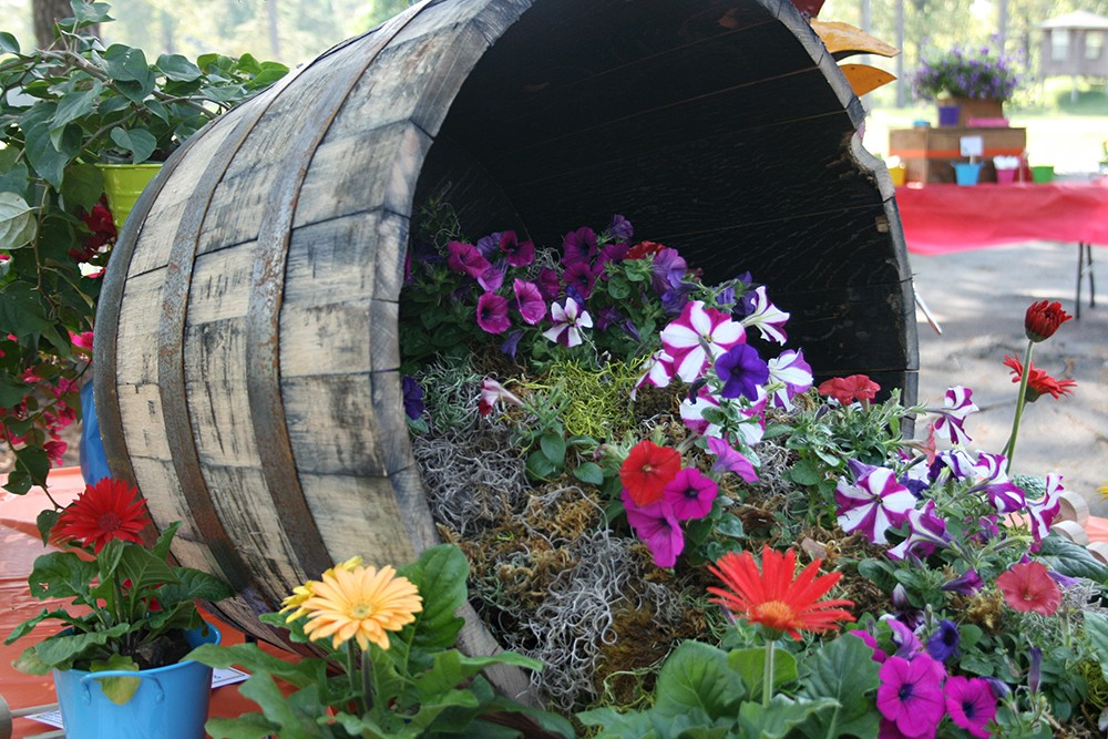 0421af1b2c9ec 12 ideas para decorar reutilizando barriles
